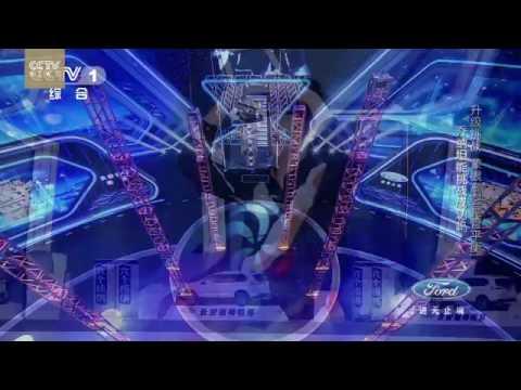 35367 rizne sport 019 002 CCTV Impossible Challenge׃ Daredevil Argentine acrobat swings blindfolded