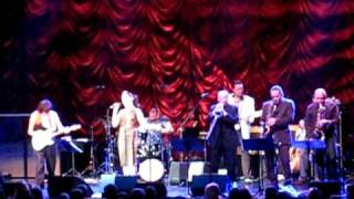 Jeff Beck and Imelda May - Remember (Walkin' In The Sand).AVI