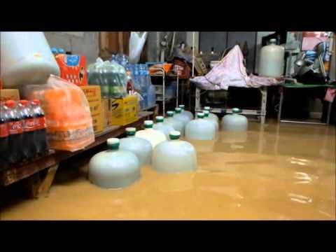 ระยอง น้ำท่วมสะพานบ้านห้วยปราบจนรถเล็กวิ่งไม่ได้และบ้านเรือนร้านค้าก็ถูกน้ำท่วมเสียหาย
