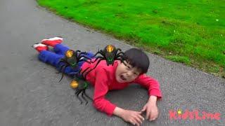 バスの中にクモ!? 逃げろ〜! こうくんねみちゃん