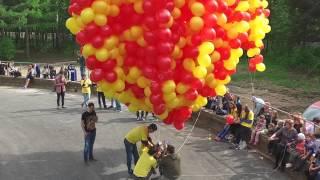 Сколько нужно шариков, чтобы поднять человека в воздух?(Телеканал Да Винчи и Дом.ru провели головокружительный эксперимент!, 2015-07-27T14:37:52.000Z)