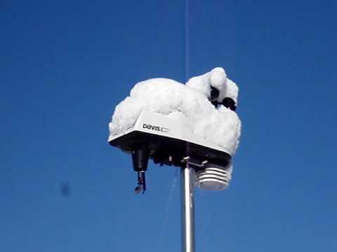 Davis Vantage Vue >> Davis Vantage Vue Weather Station in the Snow - YouTube
