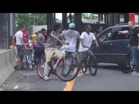 East Harlem kids blocked the highway and fight with motorists