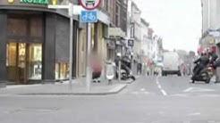 Mutige Oma schlägt mit Handtasche Räuber in die Flucht England Northampton