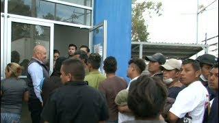Video First wave of Central American migrant caravan reaches US-Mexico border download MP3, 3GP, MP4, WEBM, AVI, FLV November 2018
