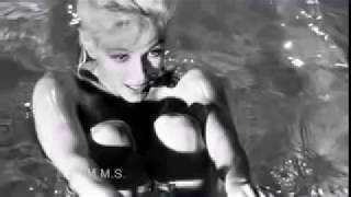 Marilyn Monroe - A Swim in the Nude