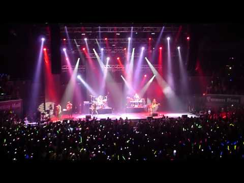 """Maroon 5 """" Pay Phone """" ( live in Manila 2012 )"""