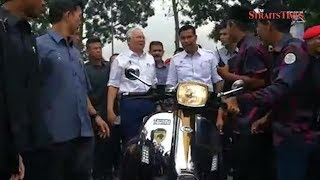 PM arrives at Seberang Perai Polytechnic to join 20,000 for Malaysia Book of Records event