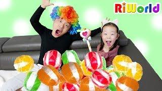 Giant Candy Ball Learn colors for kids  RIWORLD 거대 사탕을 먹으면 머리색이 변한다? 리원이의 자이언트 사탕 어린이 색깔놀이 색깔 영어