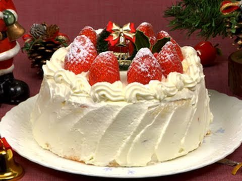 How to Make Christmas Cake (Strawberry Sponge Cake Recipe) | Cooking with Dog
