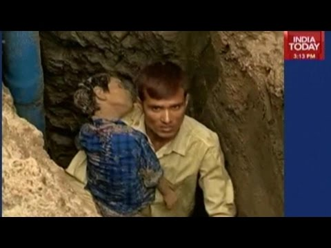 Five Year Old Who Fell Into The Bore Well In Patna Dies In Hospital