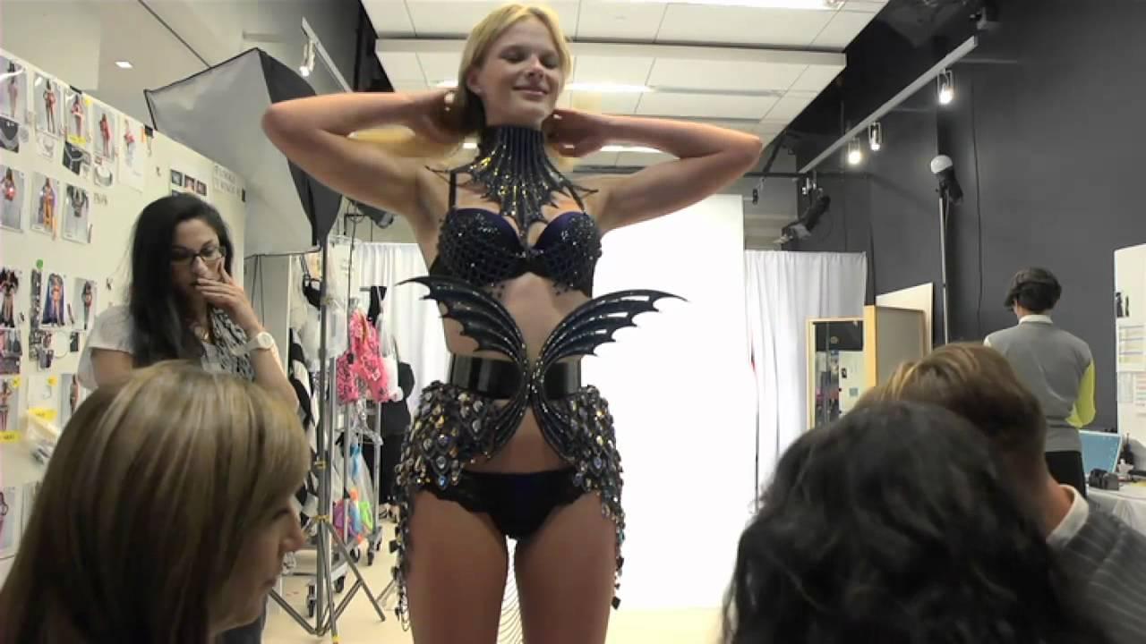 f026f70df4 Victoria s Secret Fashion Show  Trends  Angels Aquatic - YouTube