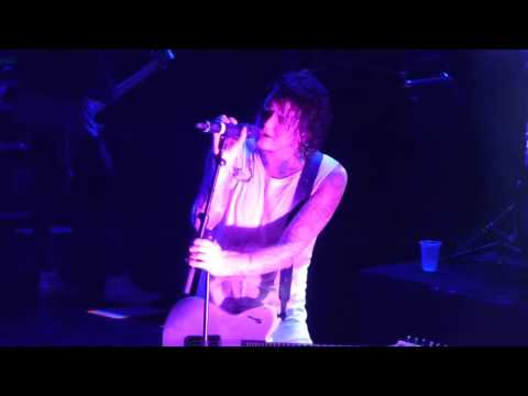 Asking Alexandria - Ben Bruce Not The American Average Solo (Live Chile 08/12/15)