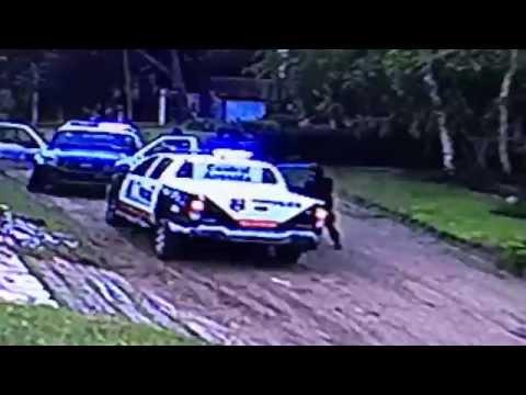 Pánico por un hombre que ataca casas con una motosierra