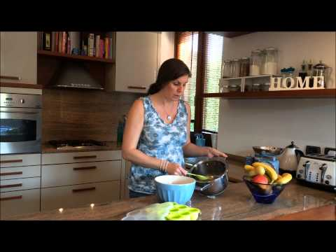 How to make and store home-made baby food- First Foods: Pear