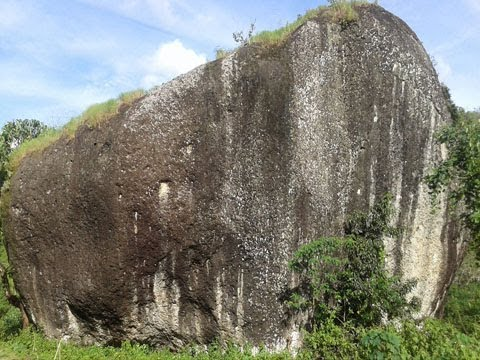 sadis,-batu-raksasa-dari-tiles