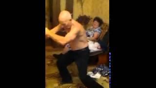 Дед танцует под даб степ(, 2014-08-06T21:15:56.000Z)