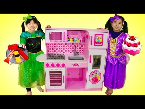 Emma & Jannie Pretend Play Food Cooking Competition w/ Cute Kitchen Kid Toys