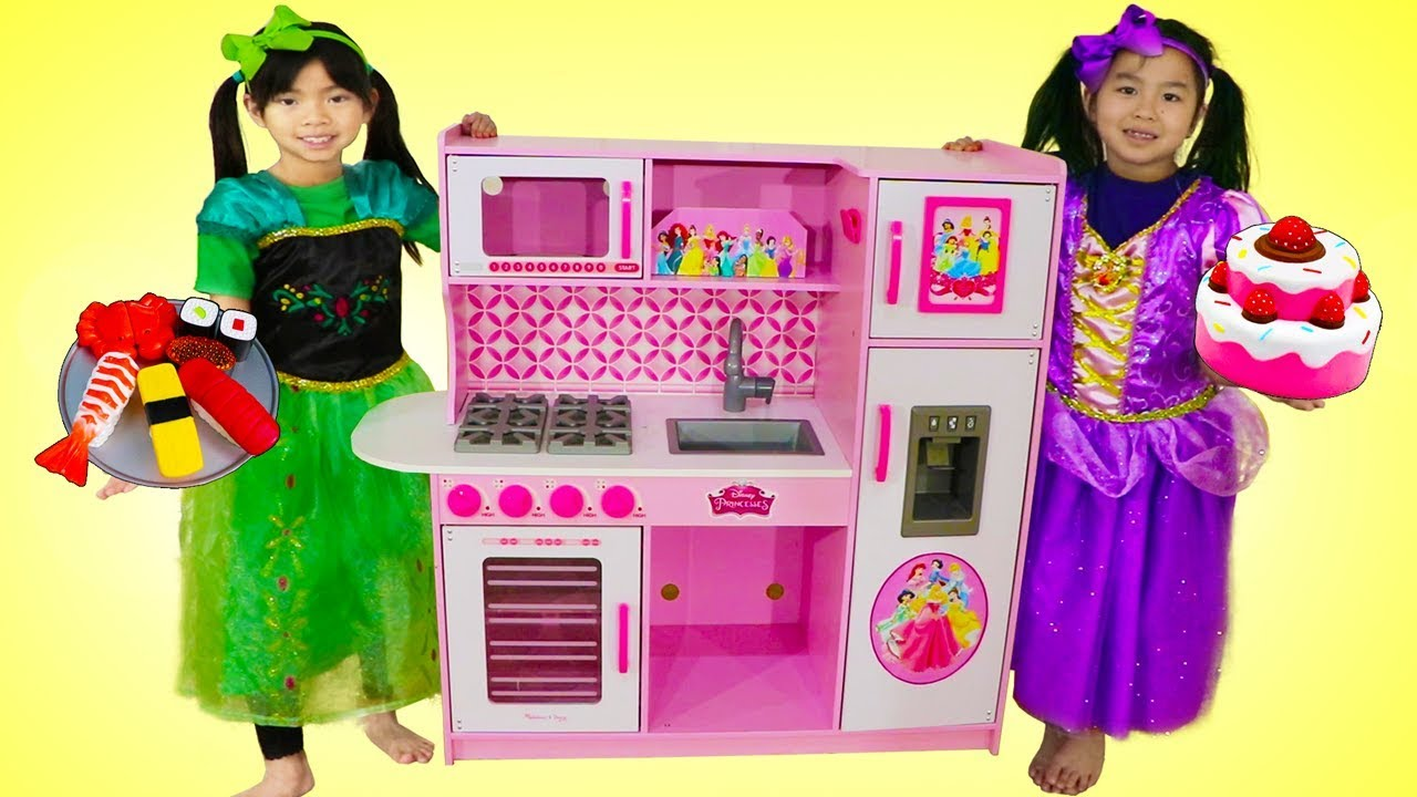 Emma & Jannie Pretend Play Food Cooking Competition w Cute Kitchen Kid Toys
