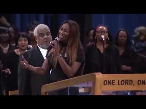 Bishop Paul Morton And Yolanda Adams Duet At Aretha Franklin's Funeral Celebration!