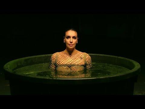 Смотреть клип Sevdaliza - Darkest Hour