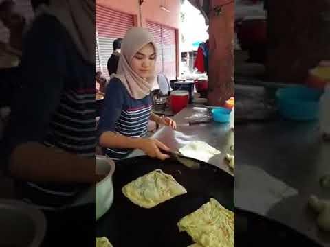 Wanita cantik penjual martabak.