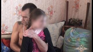 Оперативное видео освобождения 13-летней заложницы в Омске