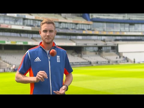 How does Stuart Broad get ready to bowl in an Investec Ashes Test?
