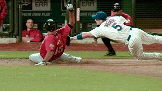 David Wright dives to apply the tag on Lee thumbnail