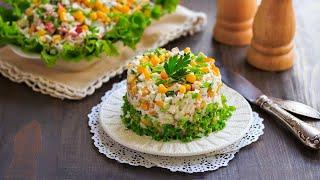 Крабовый салат с огурцом и кукурузой — видео рецепт
