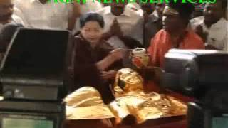 PASUMPON ..  AIADMK SPREMO GIFTS GOLD ARMOUR FOR THE STATUE OF MUNTHURAMALINGA THEVAR STATUE