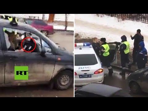 Una mujer ebria destrozó su auto con un hacha