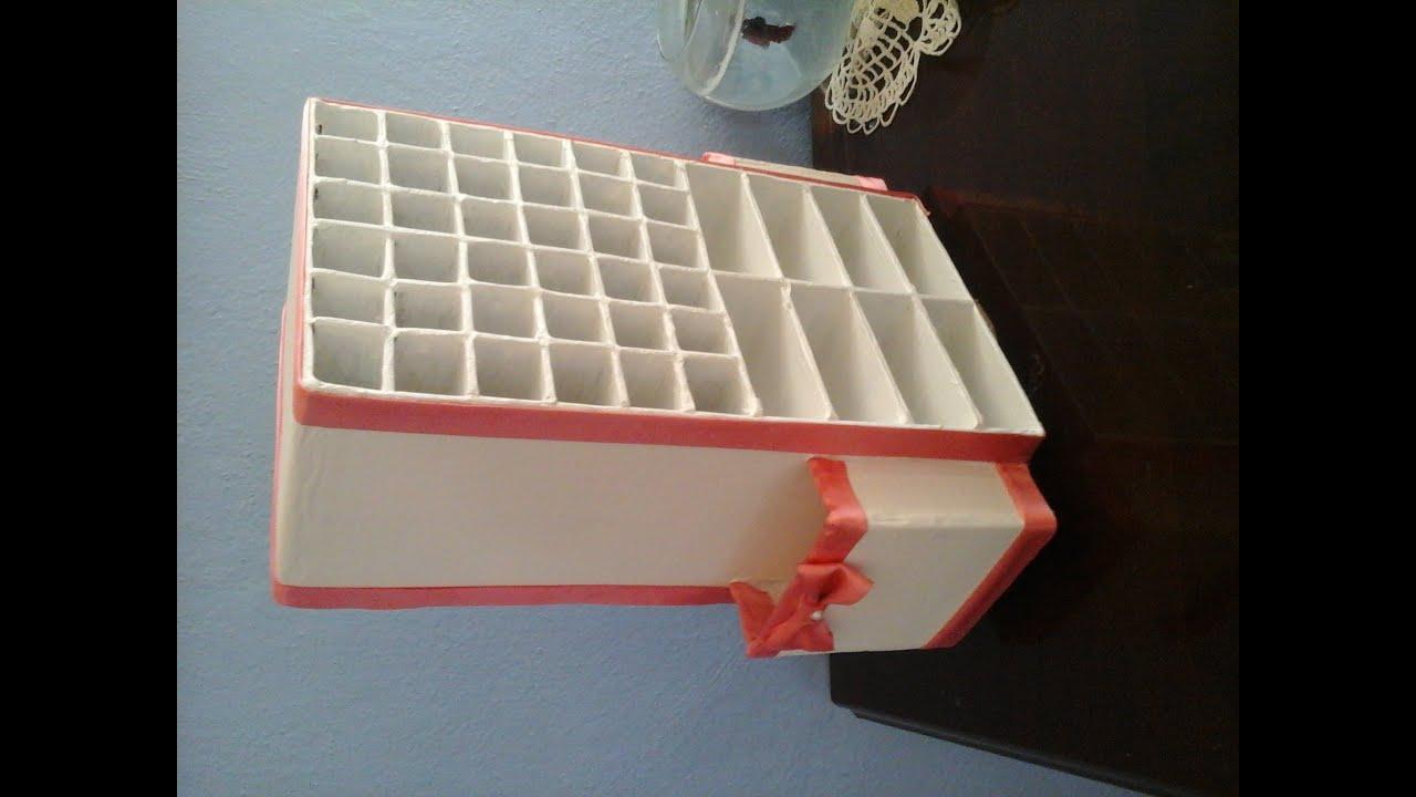 Organizador giratorio para labiales brochas y maquillaje for Como barnizar un mueble de madera con brocha