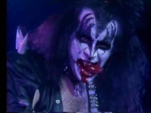 KISS - Gene Simmons spits blood (live '76)