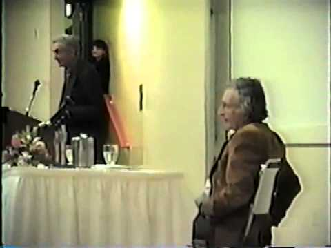 "Noam Chomsky and Howard Zinn at BU on ""The Cold War and the University"", 1997 - Full"