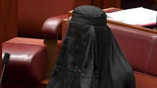 Australien: Rechtsaußen-Politikerin trägt Burka im Parlament - Justizminister kontert