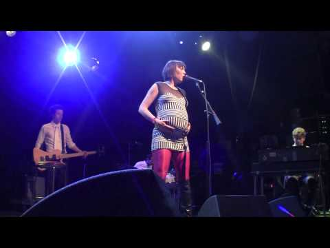 """The Bird And The Bee - """"Again & Again"""" (Live at The El Rey Theatre in Los Angeles  03-05-10)"""