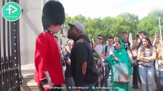 ketika wisatawan ganggu tentara ratu inggris tak diduga penjaga melakukan hal ini
