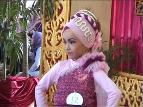 Fashion show busana muslim anak-anak
