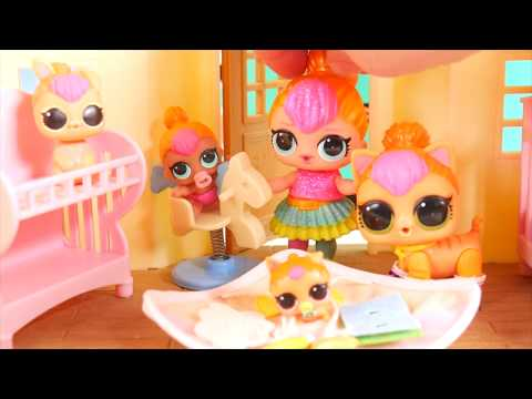 LOL Surprise Dolls Neon QT Family Babysit OMG Barbie in Goldie house
