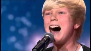 Menino de 14 anos canta Whitney