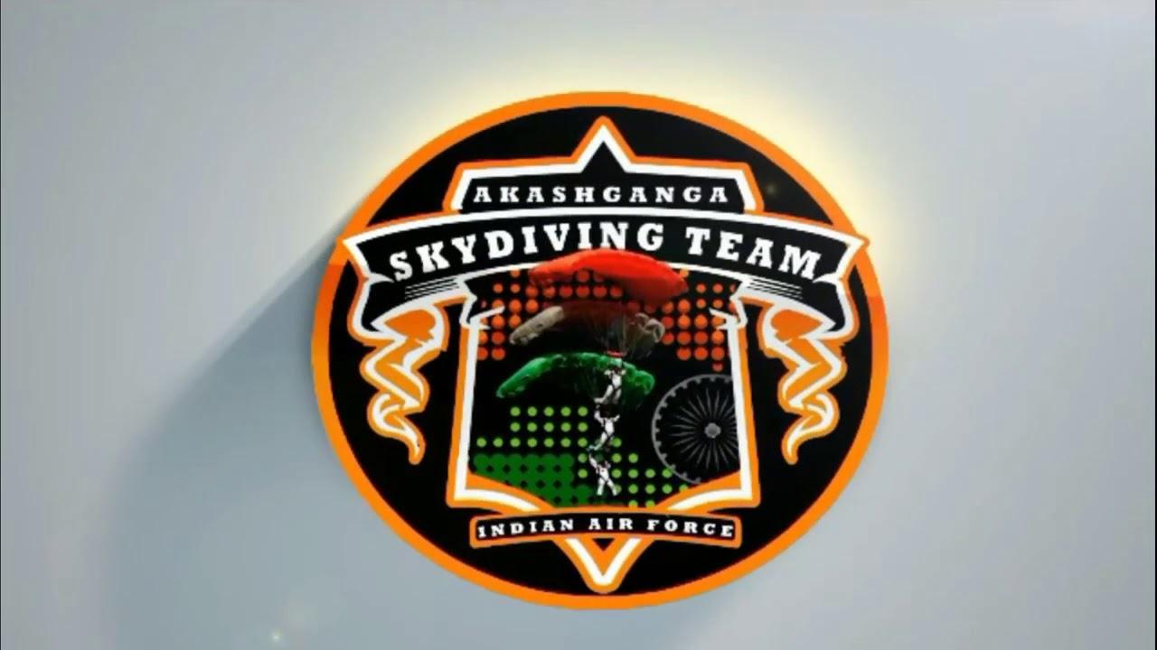 भारतीयवायुसेना की स्काईडाइविंग टीम 'आकाशगंगा' से मिलिए जो बादलों का पीछा और पक्षियों से होड़ करती है।