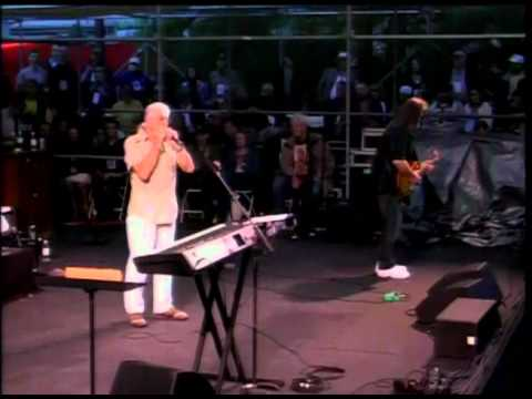 Blues Festival 2010 - John Mayall - Drum Solo - Band Intro