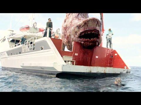 科学家在深海建立基地,却无意间放出巨型鲨鱼,一场灾难立刻爆发