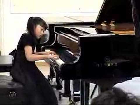 Coco Ma plays Beethoven Sonatina in F major-Rondo at recital (7yrs) May08 - kids piano