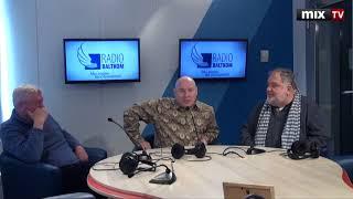 Российские актеры Виктор Сухоруков и Андрей Шарков в программе