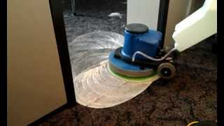 Химчистка ковролина(Шампунирование ковролина роторной машиной. обработка входа в офис - самое грязное место (тропинки)., 2012-04-16T15:33:47.000Z)