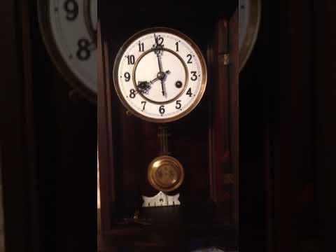 Старинные настенные часы фирмы HAU.