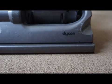 Quick clean with the Dyson dc33