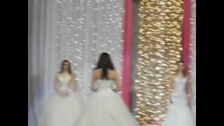 Королева Весна 2011  - Дефиле в свадебном платье.AVI